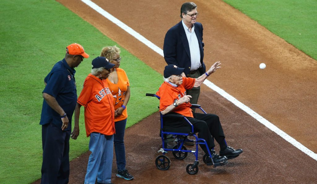Longtime Astros fans honored before Game 2